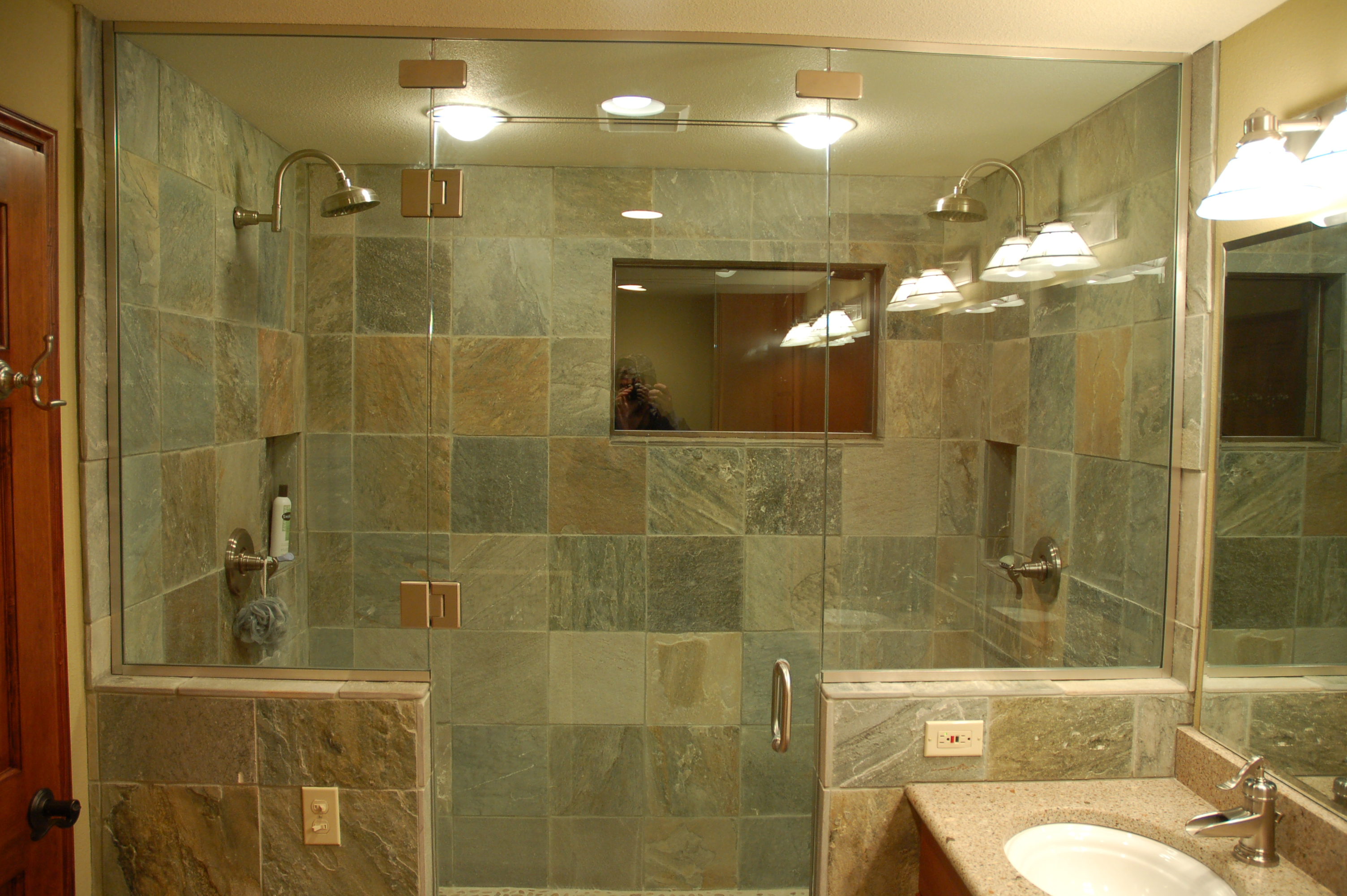 Slate bathroom tile benefits bathroom slate tiles for Glass tile bathroom designs