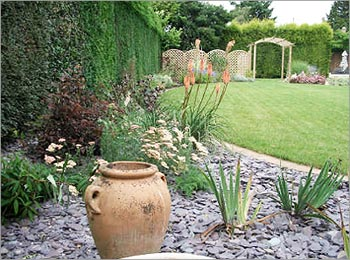 Garden Design with Slate Chippings
